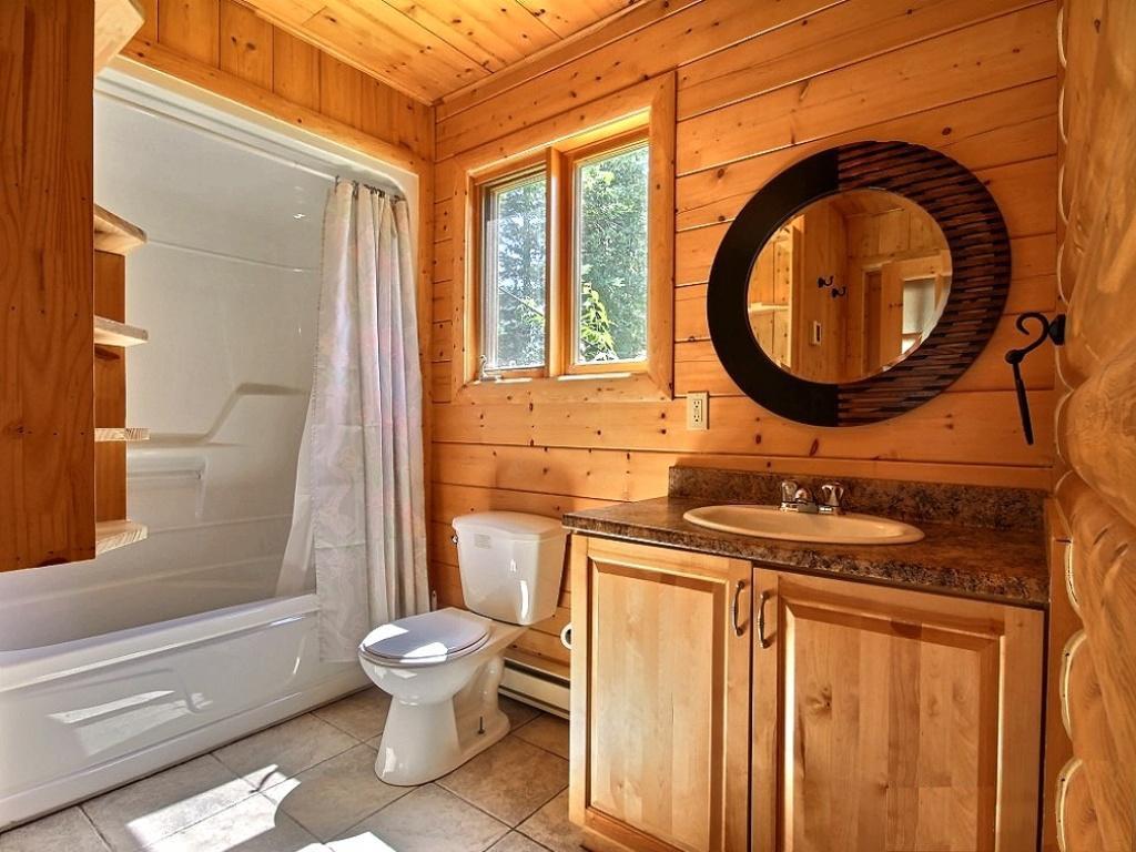 Ванная,оформленная деревянными панелями