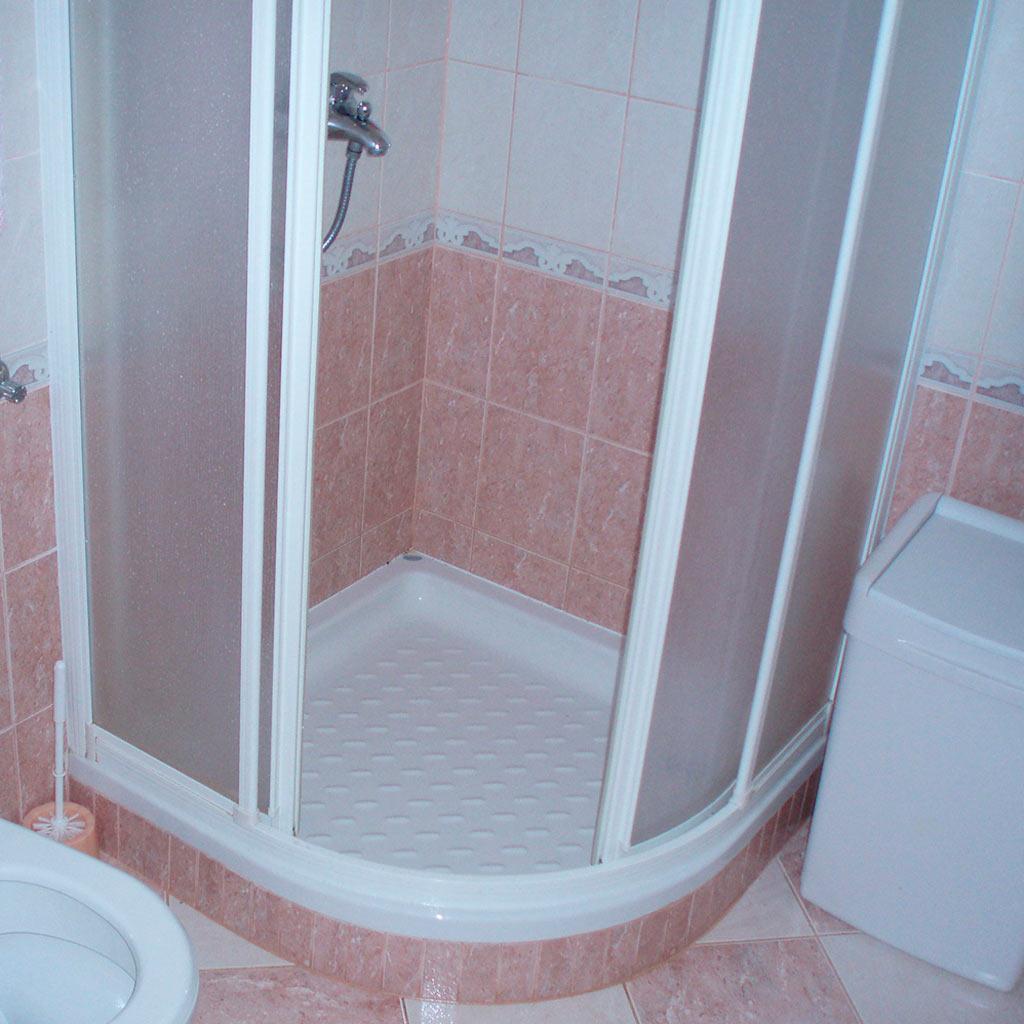 Ванная комната бело-оранжевого цвета