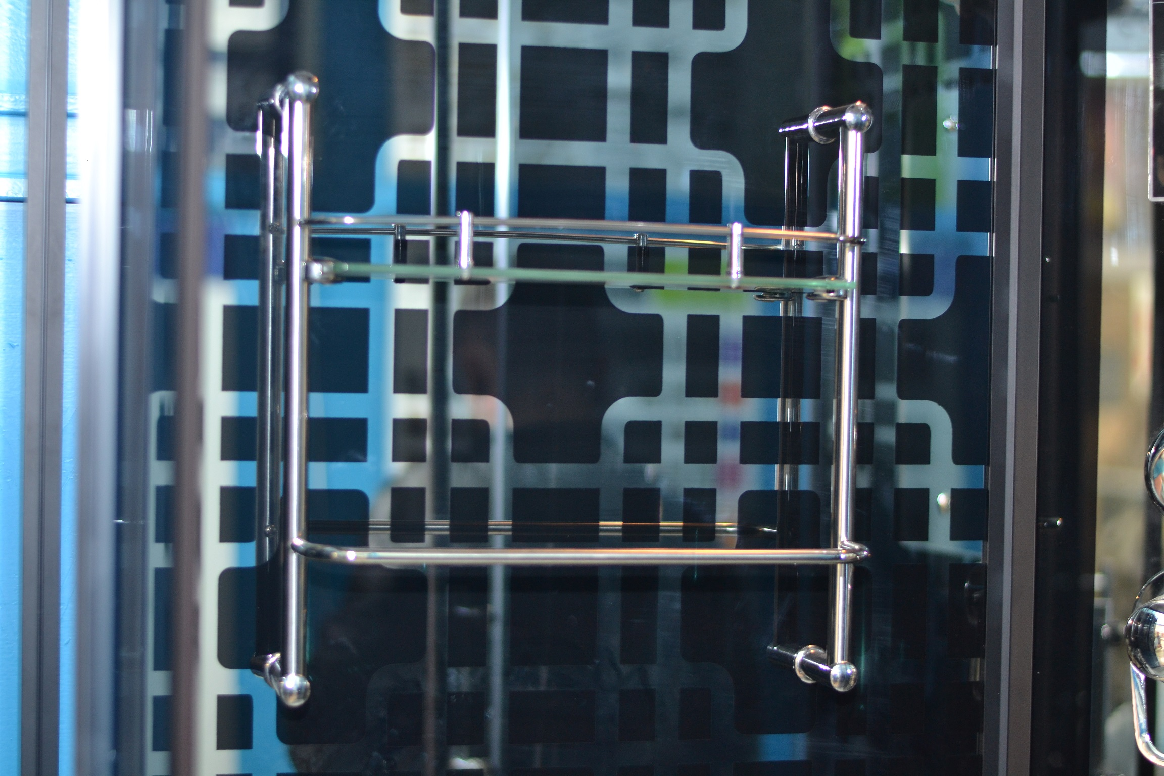 Узорчатое оформление стен душевой кабины Градо