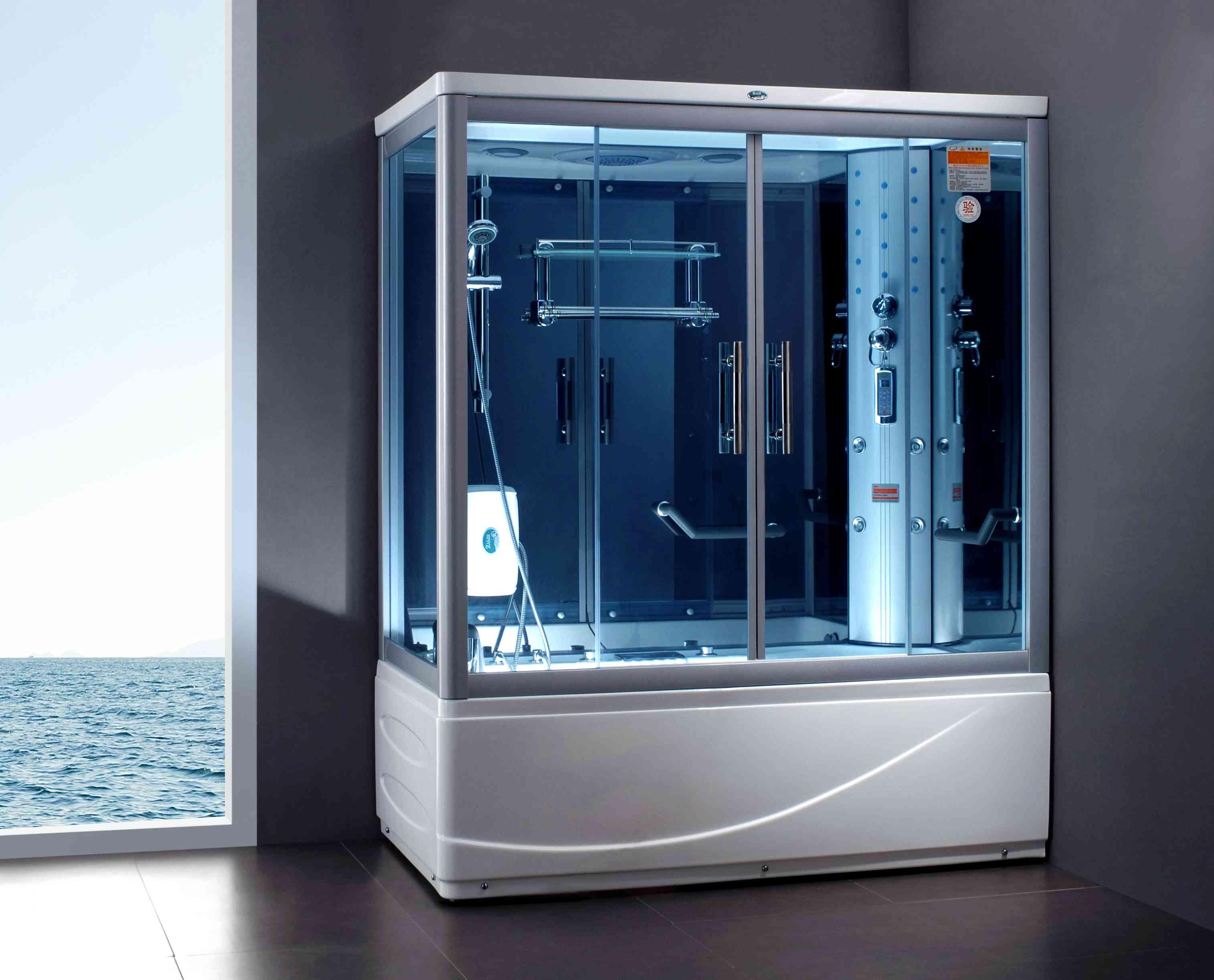 Белый душ с дверями из синего стекла