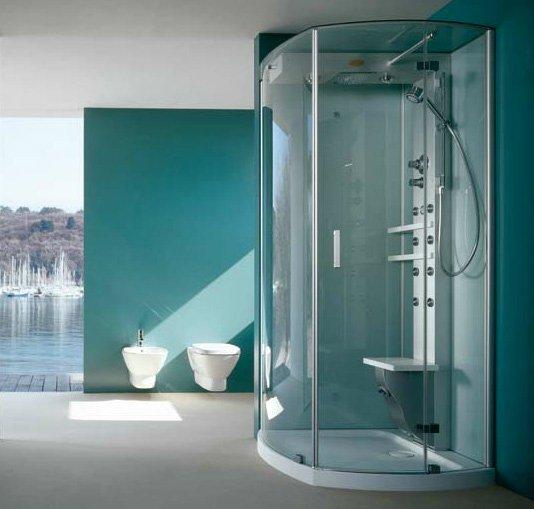 Залитая солнцем, ванная комната бирюзового цвета