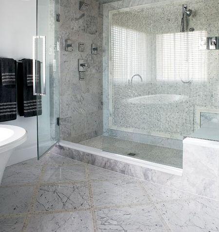 Ванная комната, оформленная серой мозаикой