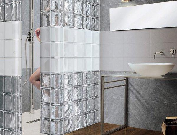 Ванная комната, оформленная стеклянными блоками